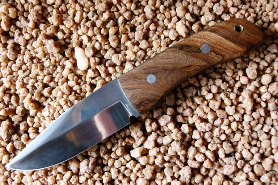 malema-bushknife-if-d2-toolsteel-with-rosewood-handle-plates